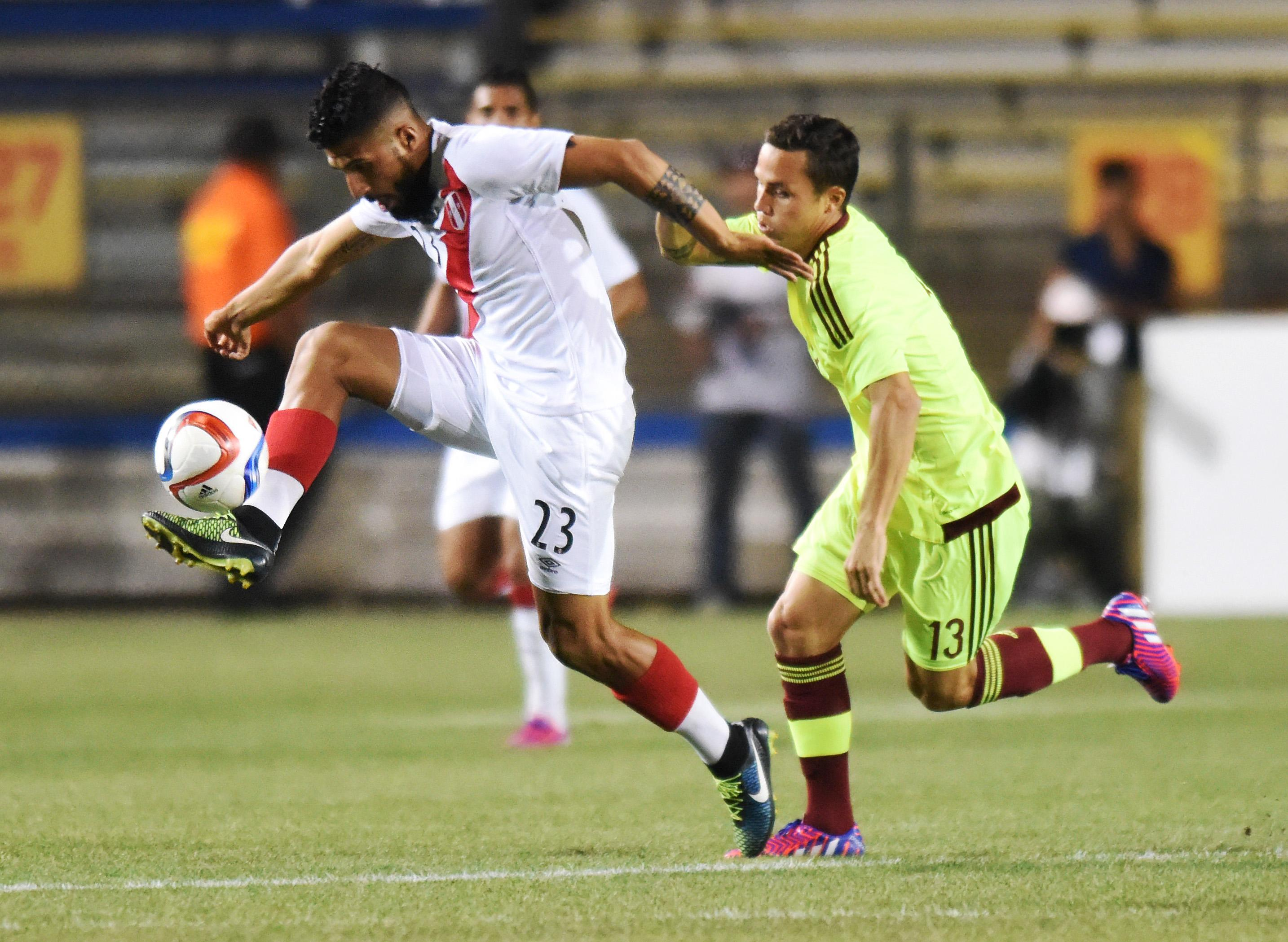 Martinez's goal in 2nd half lifts Venezuela past Peru