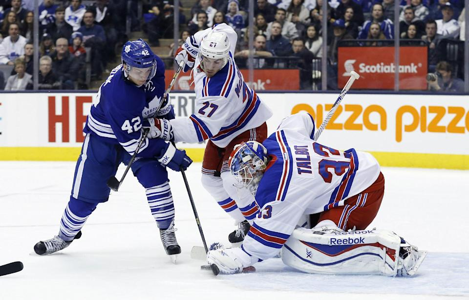 Moore scores twice as Rangers beat Maple Leafs 7-1