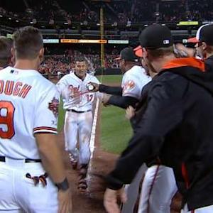 Machado's walk-off homer