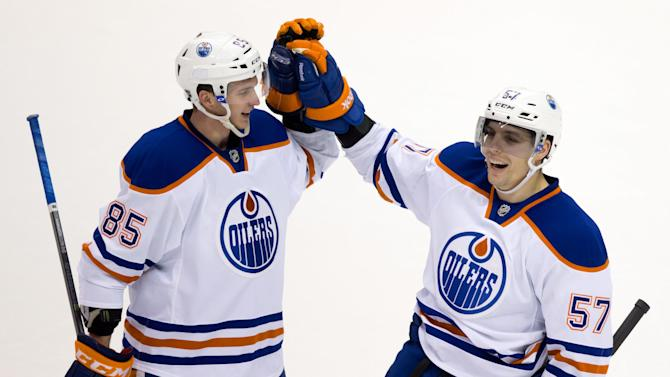 Perron scores 3 to lead Oilers past Canucks 4-2