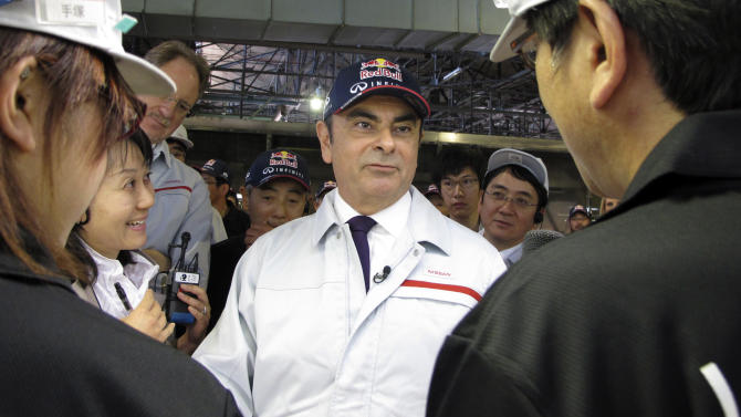 """Nissan Motor Co. President Carlos Ghosn, center, talks with plant workers as he tours the automaker's Tochigi Infiniti plant in Kaminokawa machi, Tochigi prefecture, north of Tokyo, Tuesday, May 14, 2013.  Nissan Motor Co. President Ghosn welcomed the yen's recent decline to what he called """"neutral"""" levels for the Japanese automaker's profitability, but said Tuesday it must drop further to be """"normal."""" (AP Photo/Yuri Kageyama)"""
