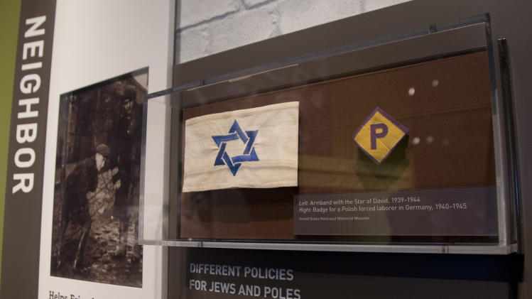Holocaust survivors, veterans gather at DC museum
