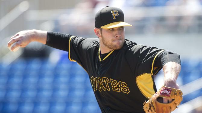 Alvarez homers, Pirates beat Blue Jays 8-7