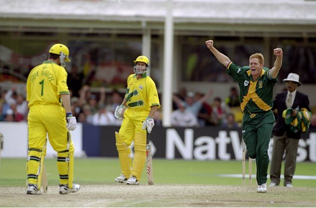 Shaun Pollock dismisses Steve Waugh