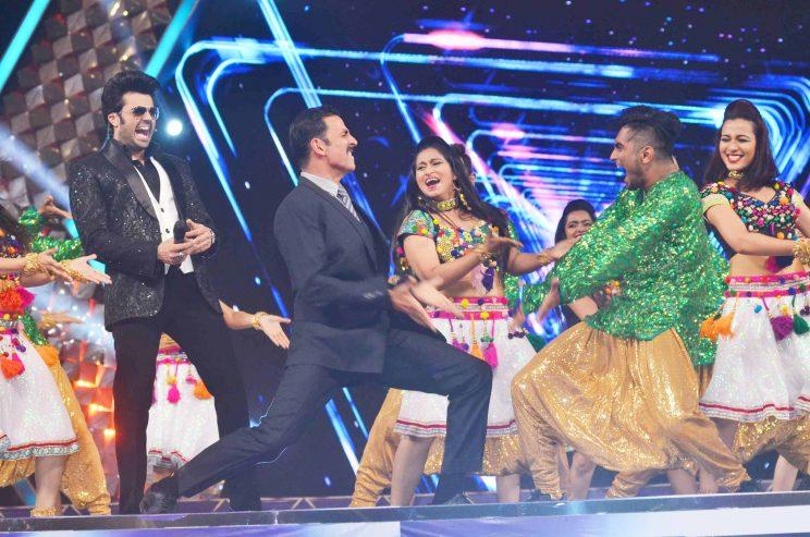 Bollywood thanks the Police department for their service at the Umang Mumbai Police Show