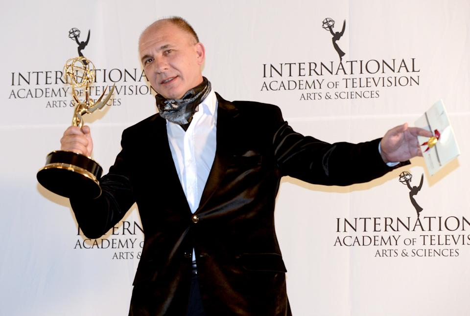 "Dario Grandinetti of Argentina after winning the Best Performance by an Actor award for ""Television X La Inclusion - Suelo Argentino"" at the 40th International Emmy Awards, Monday, Nov. 19, 2012 in New York. (AP Photo/Henny Ray Abrams)"