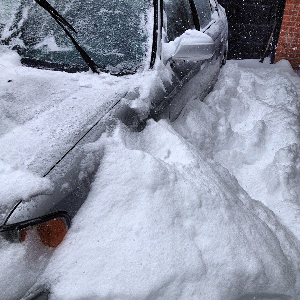 @AnglerGang: Toronto is getting some snow today! Brush off your car and you're snowed in. #Snow #Toronto #TOsnowpics instagr.am/p/Ve55sMq5a1/