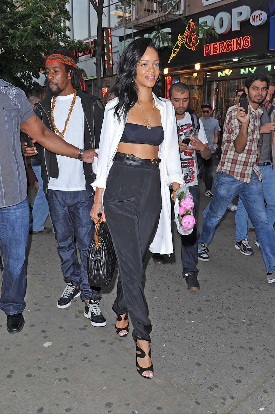 This is the year of the exposed midriff and Rihanna has taken to exposing the upper quadrant of her abs with glee. (Who wouldn't?) Turning more than a few heads in NYC's Greenwich Village, she pairs a