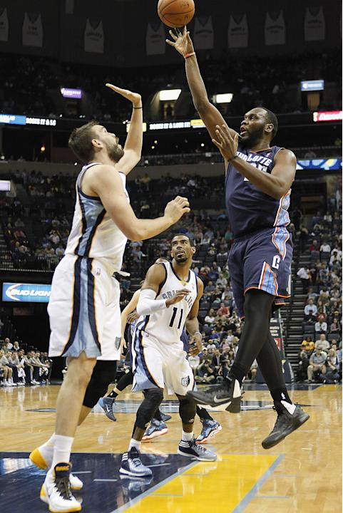 Charlotte Bobcats center Al Jefferson (25) shoots against Memphis Grizzlies center Marc Gasol, left, of Spain, and Mike Conley in the first half of an NBA basketball game Saturday, March 8, 2014, in M