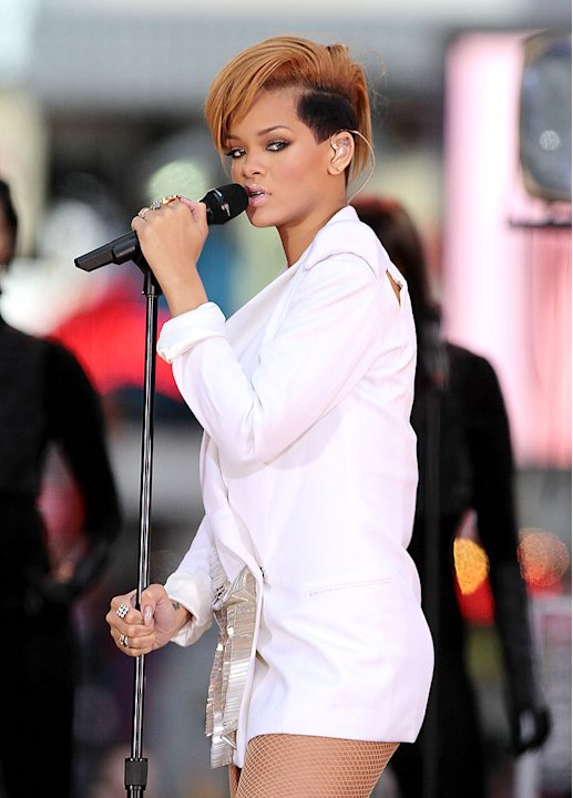 Rihanna GMA Performance