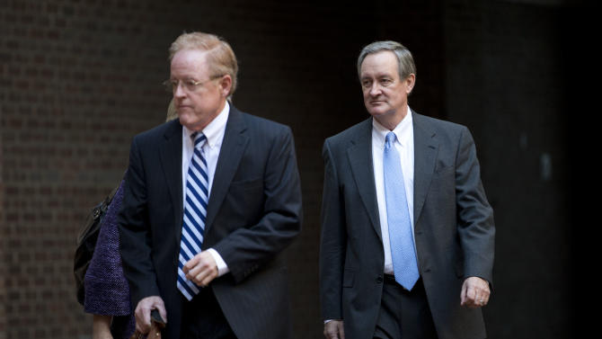 Sen. Michael Crapo, R-Idaho, right, arrives at Alexandria General District Court in Alexandria, Va., Friday, Jan. 4, 2013, for a hearing on his drunken driving charge. (AP Photo/ Evan Vucci)