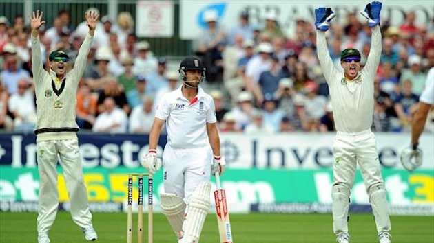 Jonathan Trott, centre, said England's batsmen did not perform well enough