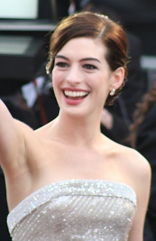 Anne Hathaway arrives at the 81st Academy Awards.