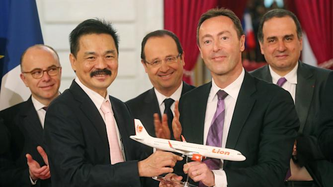 Lion takes on AirAsia with record jet orders