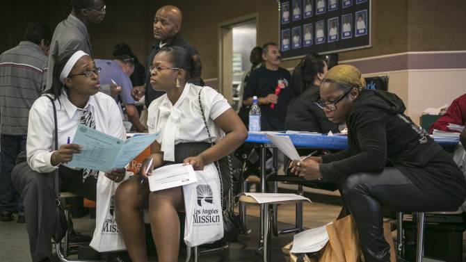 US unemployment aid applications rise 7K to 343K