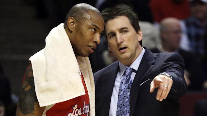 Los Angeles Clippers head coach Vinny Del Negro, right, talks with forward Caron Butler during the first half of an NBA basketball game against the Chicago Bulls, Tuesday, Dec. 11, 2012, in Chicago. (AP Photo/Charles Rex Arbogast)