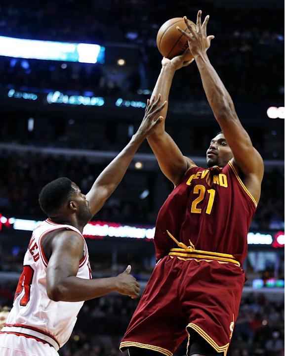 Cleveland Cavaliers' Andrew Bynum (21) shoots over Chicago Bulls center Nazr Mohammed (48) during the first half of an NBA basketball game on Saturday, Dec. 21, 2013, in Chicago. The Bulls won 100