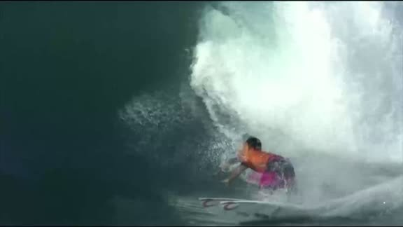 Hermawan impresses at surfing World Championship tour