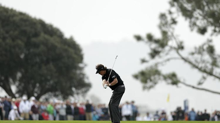 Mickelson sees back doctor, might play Phoenix
