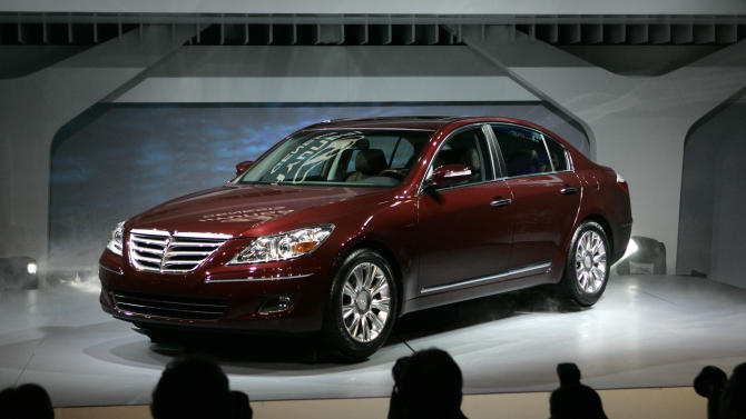 FILE - This Jan. 13, 2008, file photo, shows the 2009 Hyundai Genesis at the North American International Auto Show in Detroit. U.S. safety regulators are investigating complaints of brake problems on Hyundai Genesis full-size luxury cars. The National Highway Traffic Safety Administration says in documents posted on its website Monday, Oct. 21, 2013, that the probe affects about 40,000 cars from the 2009 model year. (AP Photo/Paul Sancya, File)