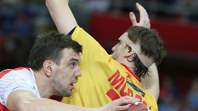 . Lusail (Qatar), 01/02/2015.- Spain's Viran Morros De Argila (R) in action against Poland's Michal Jurecki during the Qatar 2015 24th Men's Handball World Championship bronze medal match between Poland and Spain at the Lusail Multipurpose Hall outside Doha, Qatar, 01 February 2015. Qatar 2015 via epa/Srdjan Suki Editorial Use Only/No Commercial Sales