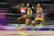 Jamaica&#39;s Shelly-Ann Fraser-Pryce (C) wins the women&#39;s 100m final at the athletics event of the London 2012 Olympic Games