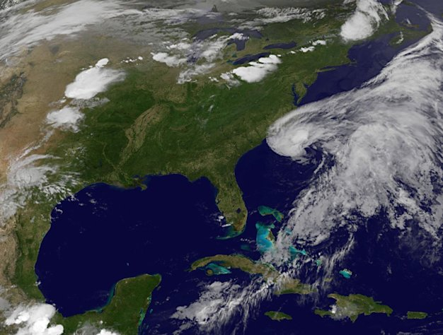 Beryl threatens rain, winds on southeast US coast - Yahoo! omg!