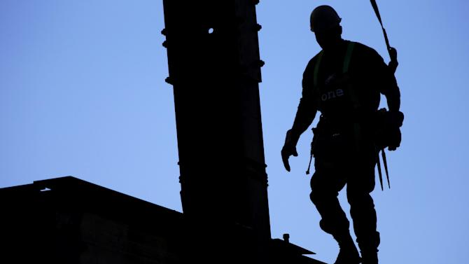 In this Oct. 11, 2012 photo, an ironworker traverses a beam on a new courthouse under construction in Philadelphia. Construction spending dipped 0.3 percent in November compared with October, when spending had risen a revised 0.7 percent, the Commerce Department said Wednesday, Jan. 2, 2013. (AP Photo/Matt Rourke)