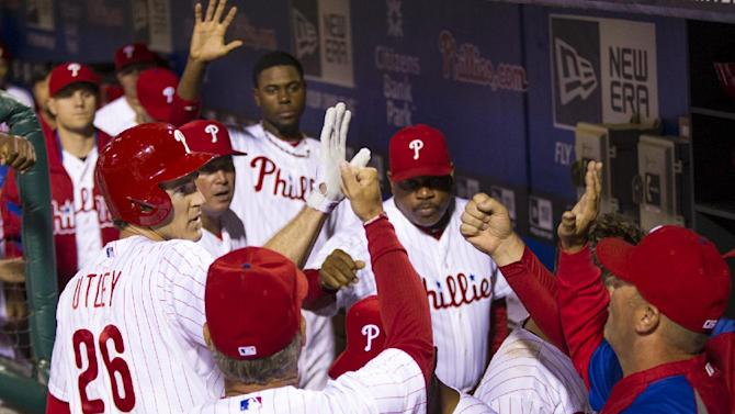Galvis homers in ninth to lift Phils over Braves
