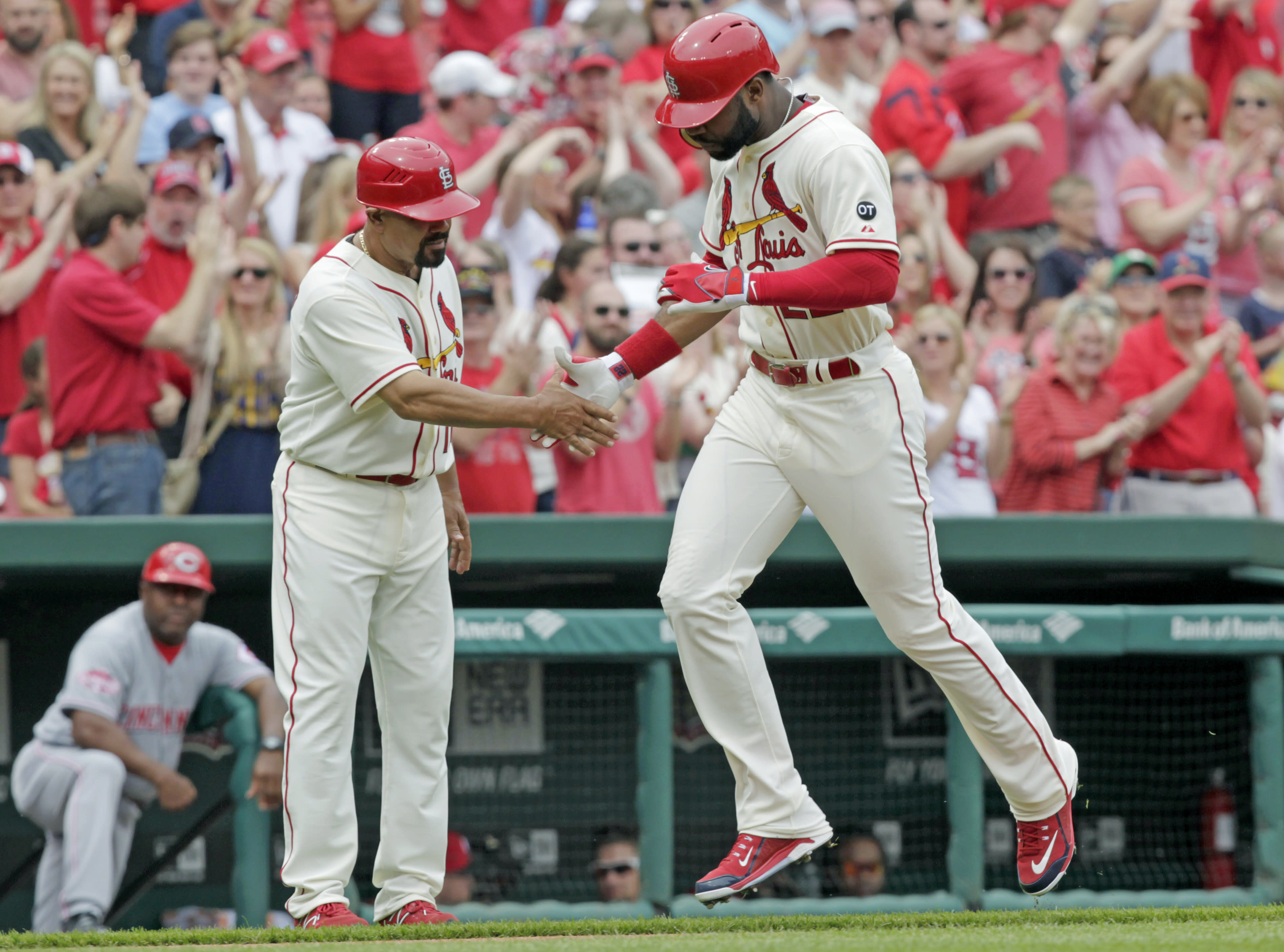 Martinez, Heyward, Cardinals beat Reds for 4th win in row