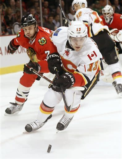 Blackhawks shut out Flames 2-0