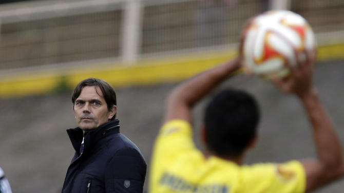 PSV's head coach Phillip Cocu follows the action from the side line during an Europa League group E soccer match between PSV Eindhoven and Estoril at the Antonio Coimbra da Mota stadium in Estoril, Portugal, Friday, Nov. 28, 2014. The match that resumed Friday after being suspended on Thursday due to the heavy rain ended in a 3-3 draw. (AP Photo/Francisco Seco)