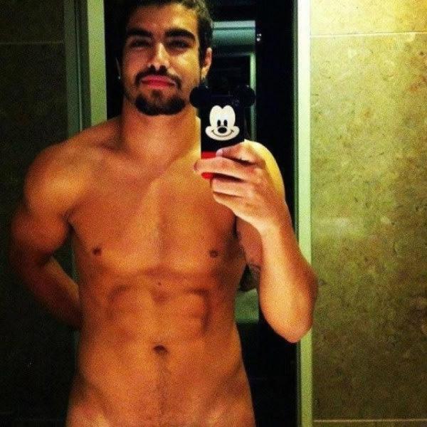 """Vaza foto de Caio Castro """"quase"""" pelado na internet"""