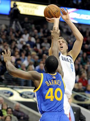 Nowitzki gets 22, Mavs hold off Warriors 103-99