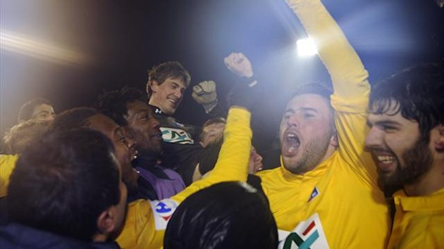 Epinal&#39;s players celebrate after defeating Nantes during the French Cup football match between Epinal (Epinal SAS) and Nantes (FC Nantes), at La Colombiere stadium, on January 22, 2013 (AFP)