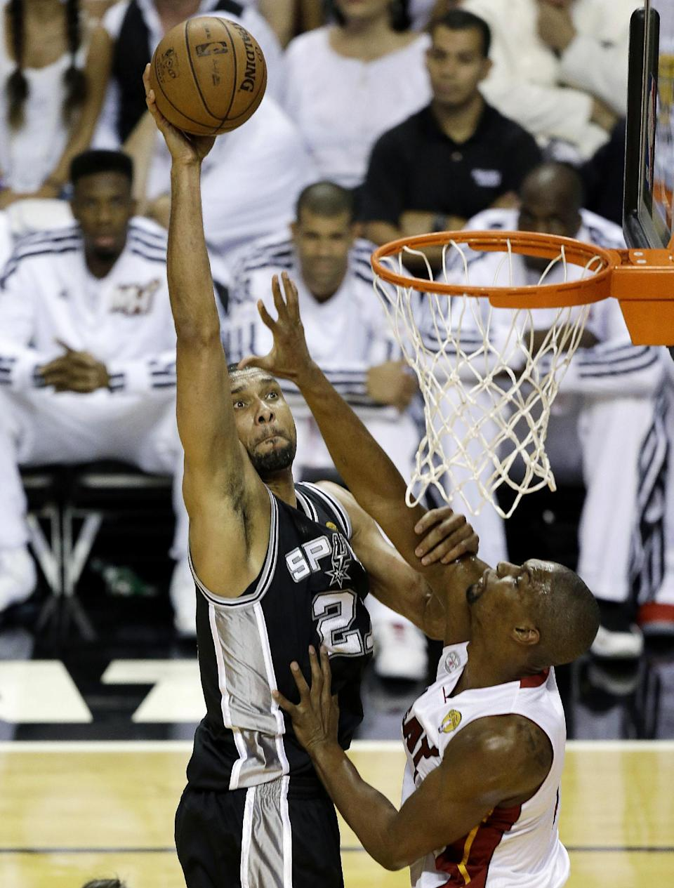 San Antonio Spurs forward Tim Duncan (21) shoots against Miami Heat center Chris Bosh (1) during the first half of Game 6 in their NBA Finals basketball series, Tuesday, June 18, 2013 in Miami. (AP Photo/Wilfredo Lee)