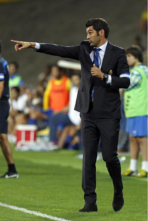 Porto's coach Paulo Fonseca gives instructions during the Portuguese league soccer match between Estoril and Porto at the Antonio Coimbra da Mota stadium in Estoril, near Lisbon, Sunday, Sept. 22, 201