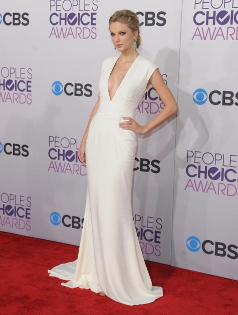 Taylor Swift arrives at the 2013 People's Choice Awards at Nokia Theatre L.A. Live on January 9, 2013 in Los Angeles -- Getty Premium