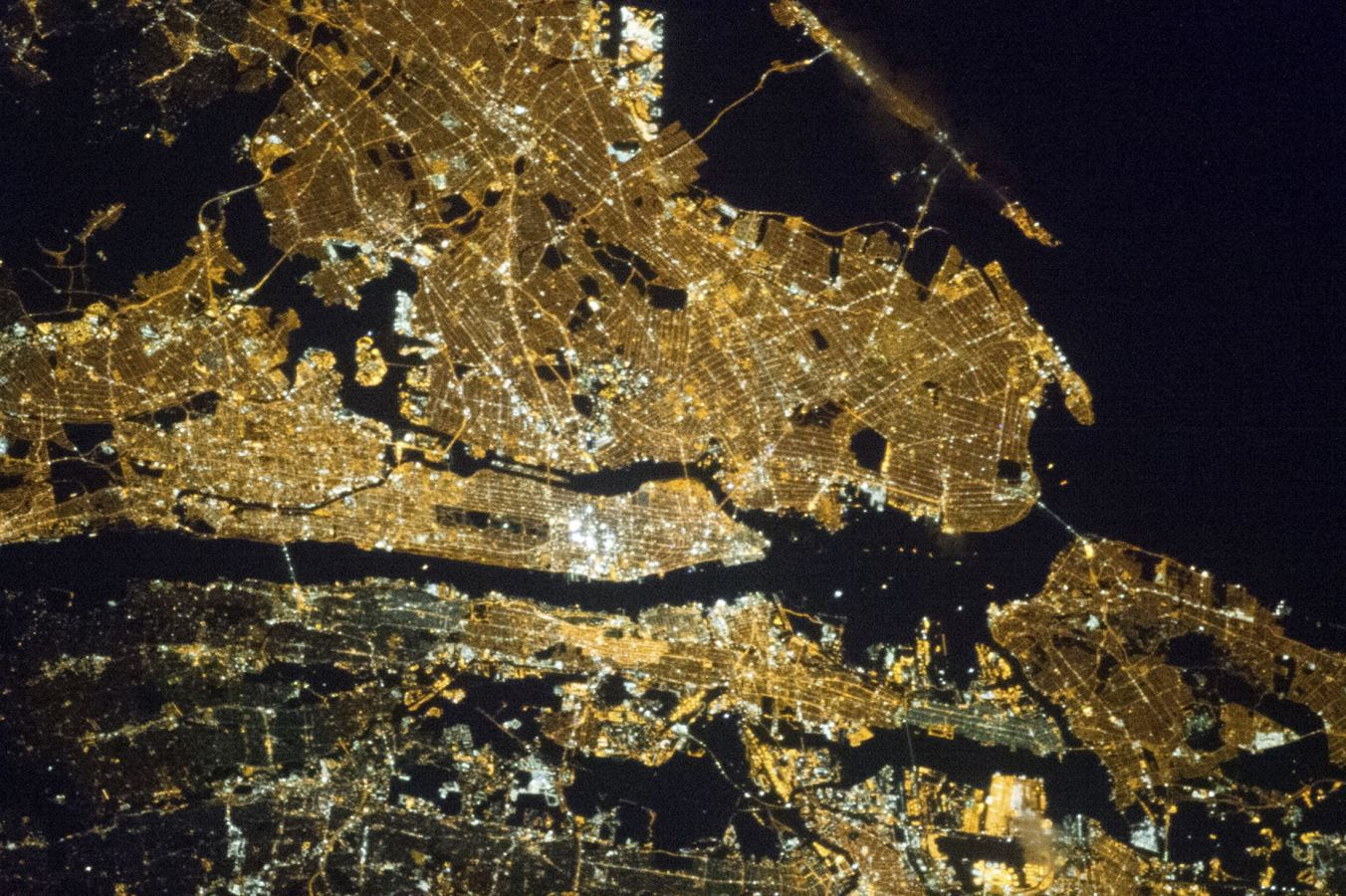2013-04-01T151228Z_1758839400_TM4E9410SUF01_RTRMADP_3_NASA - Incredible photos from space - Science and Research