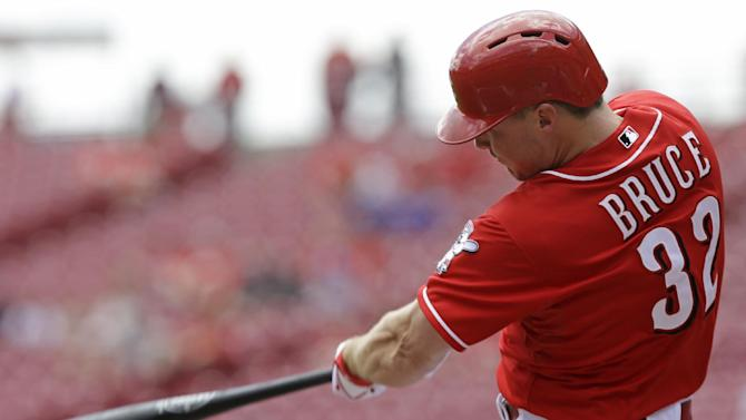 Bruce helps Reds rally for DH sweep of Cubs