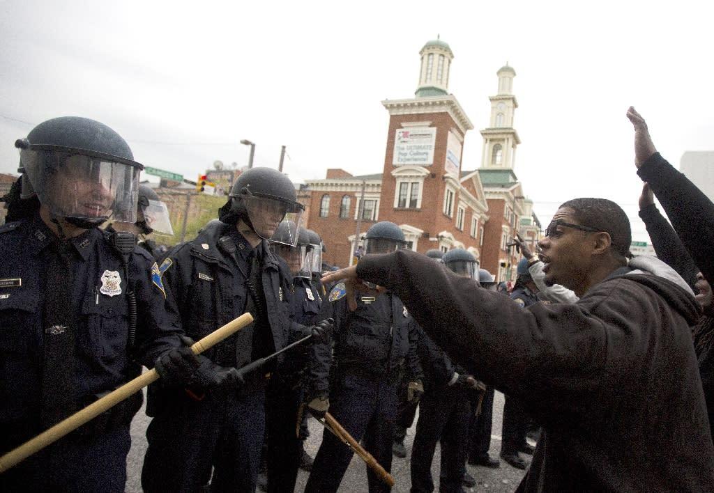 Violence erupts at Baltimore police death protest