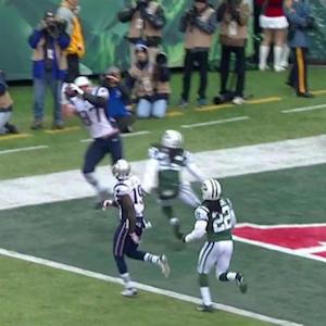 New England Patriots quarterback Tom Brady throws 3-yard TD pass to tight end Rob Gronkowski