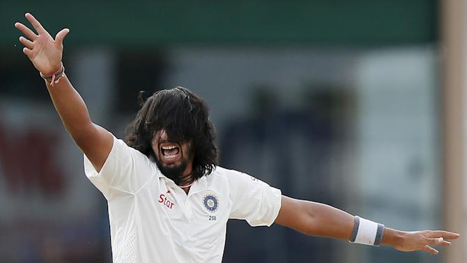 India's Ishant Sharma appeals for the successful wicket of Sri Lanka's Upul Tharanga during the fourth day of their third and final test cricket match in Colombo