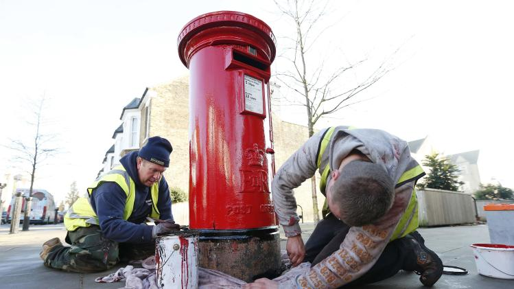 Chambers and Avscu repaint a Royal Mail post box in northwest London