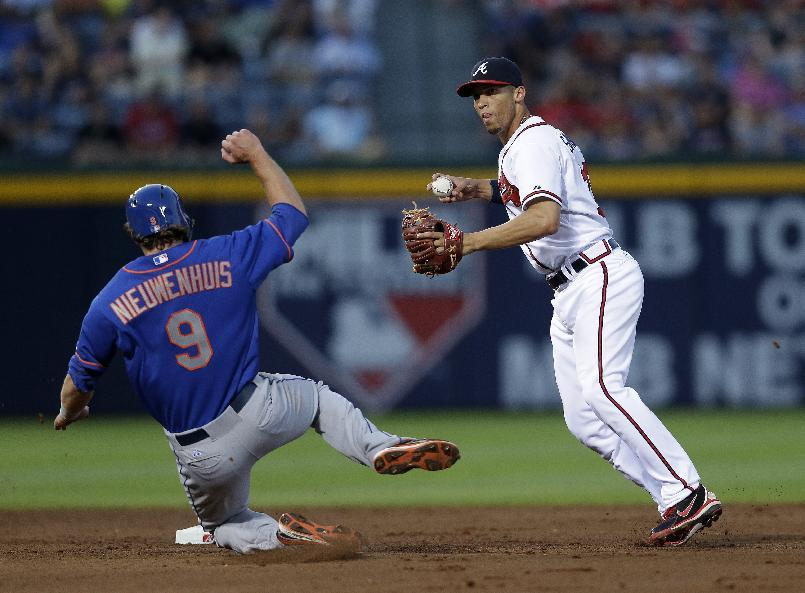 Medlen, Chris Johnson lead Braves past Mets 5-3