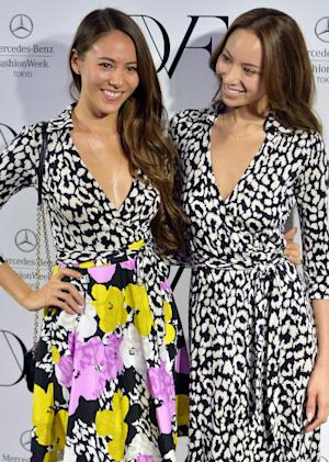 Japanese models Jessica Michibata (L) and her sister …