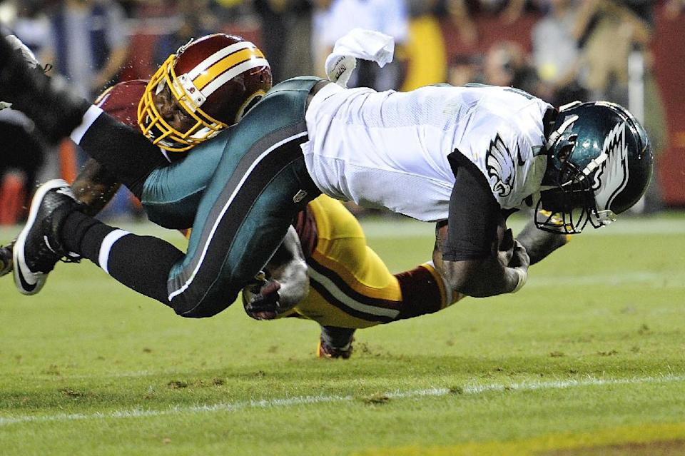 Kelly's frenetic Eagles beat RG3, Redskins 33-27