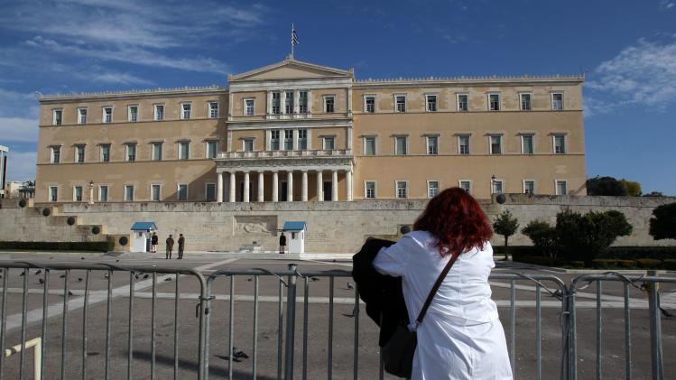 Greek dock workers extend strike