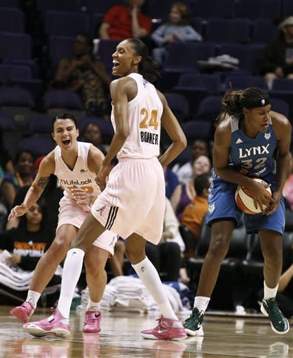 Moore scores 21 points to lead Lynx past Mercury