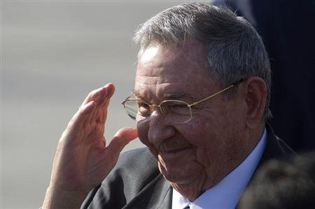 Cuba&#39;s President Raul Castro arrives to attend the summit of the Community of Latin American, Caribbean States and European Union (CELAC-UE), at the airport of Santiago January 25, 2013. REUTERS/Claudio Reyes